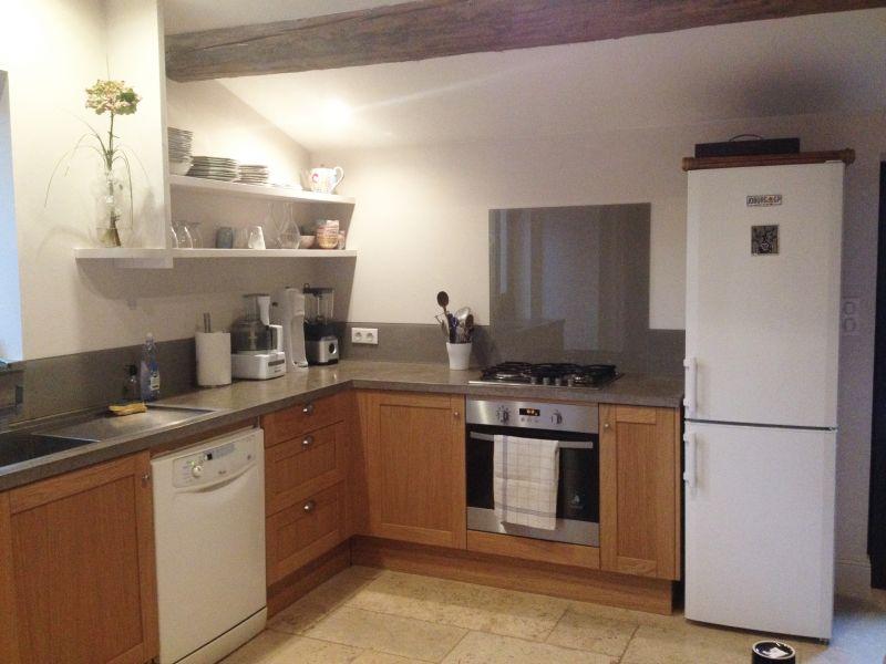 Salles de bain cuisines en cr dence en rev tement for Revetement placard cuisine