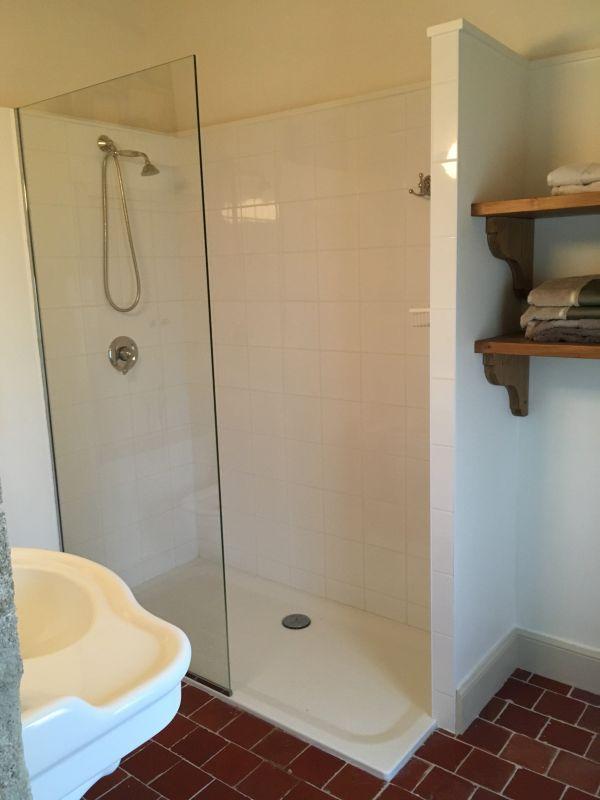 parois de douche en verre sur mesure autour d 39 avignon 84 vaucluse. Black Bedroom Furniture Sets. Home Design Ideas